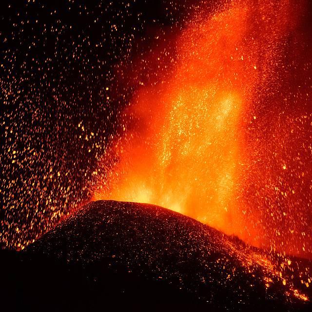 """El origen de la palabra """"volcán"""" con Emilio del Río"""