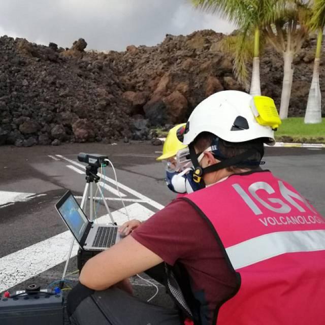 Acompañamos a los geólogos que trabajan en la La Palma