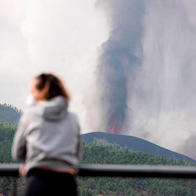 ¿Qué ocurre cuando la lava entra en contacto con el océano?