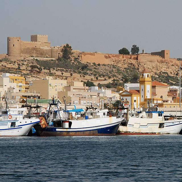 Almería, un puerto y mil historias
