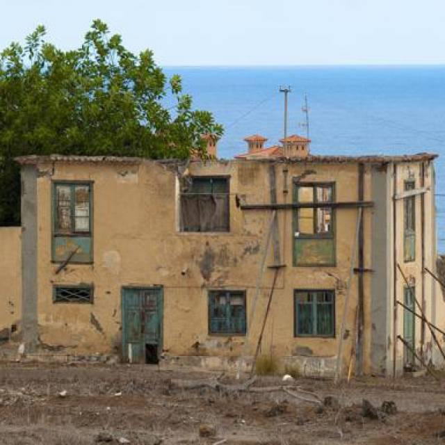 La Casa Amarilla, centro de estudios de primates, en ruina