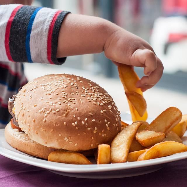 Obesidad infantil, más allá de una dieta