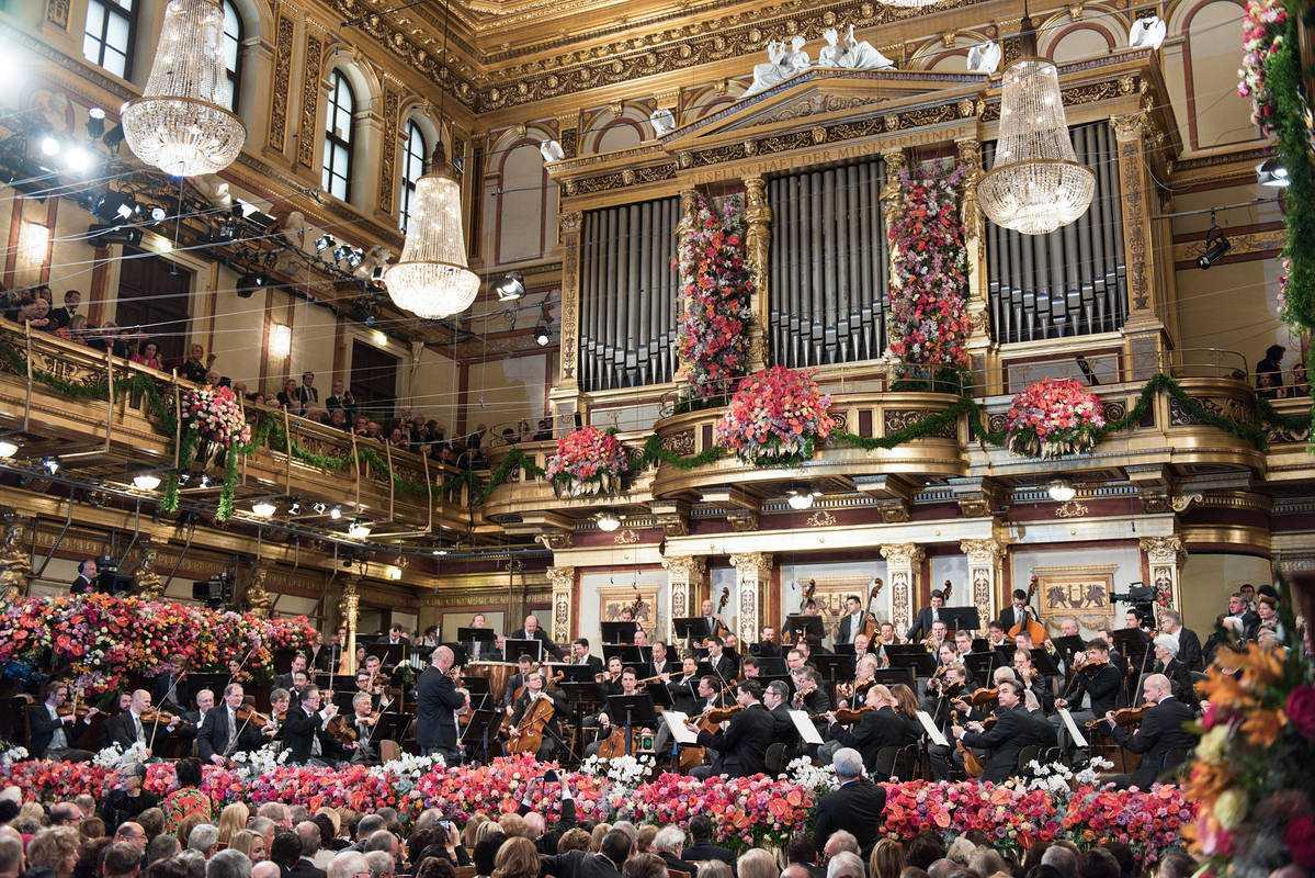 La Orquesta Filarmónica de Viena, en la Sala Grande o Sala Dorada, en Viena