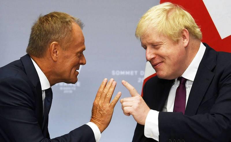 El presidente de la Comisión Europea, Donald Tusk, y el presidente del Reino Unido, Boris Johnson, en una imagen de archivo.