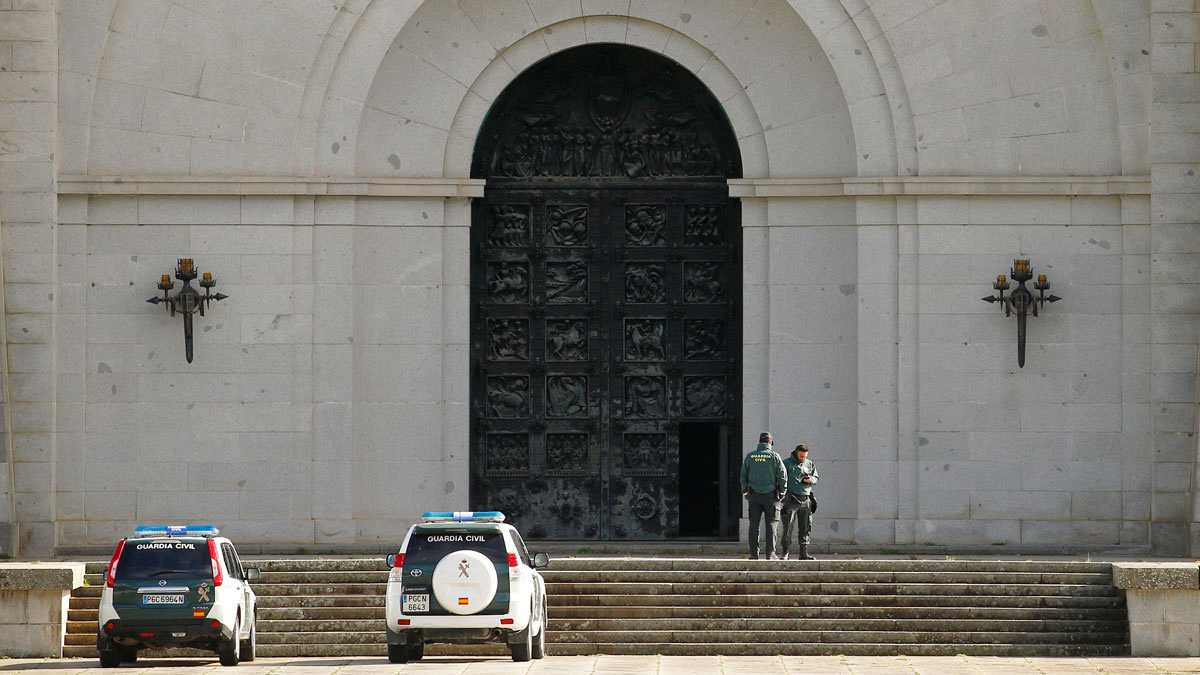 El Gobierno opta por sacar a Franco en helicóptero del Valle de los Caídos