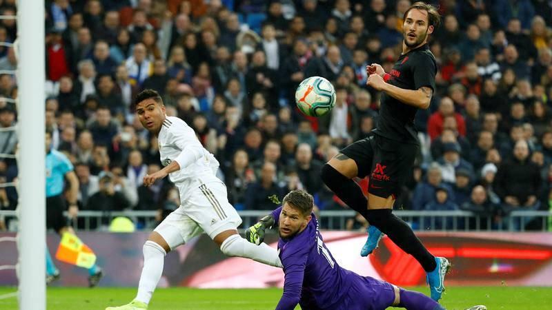 Casemiro anota el primer tanto del Madrid ante el Sevilla.