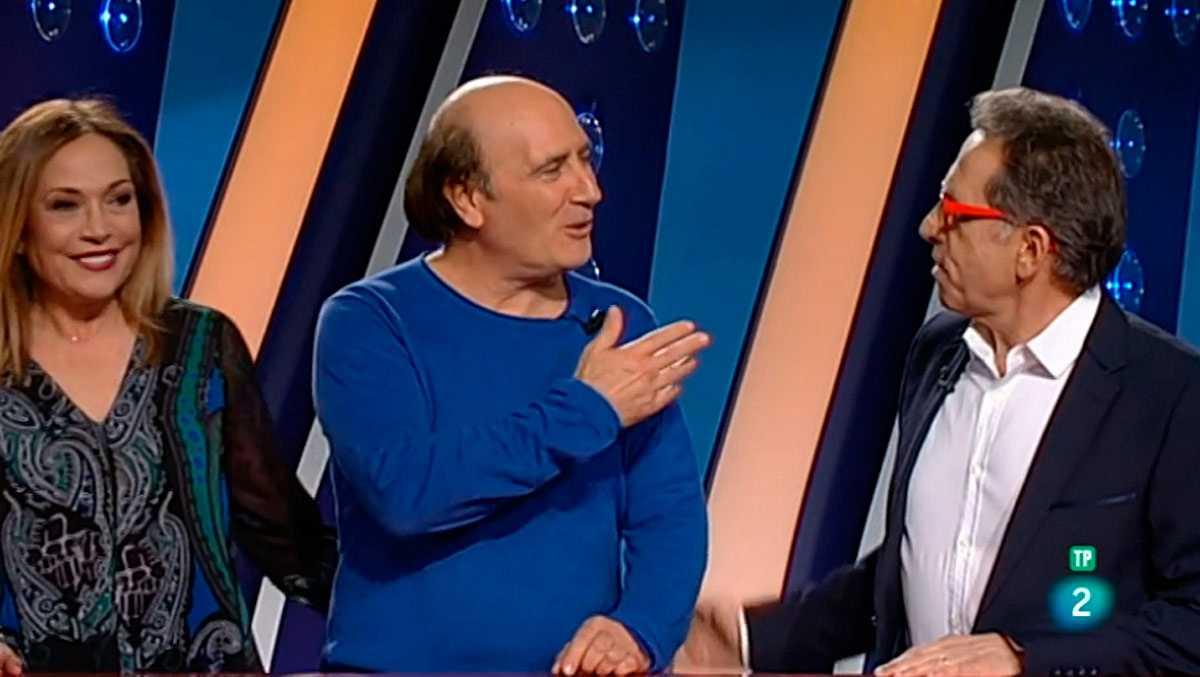 Pilar y Jordi felicitan a Enrique Gómez tras proclamarse Supermagnífico