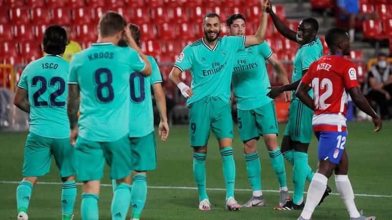 Los jugadores del Real Madrid celebran un gol ante el Granada