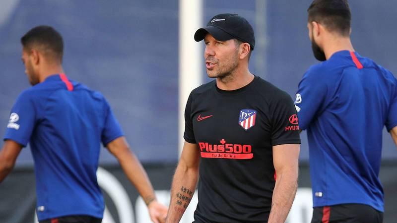 Simeone dirige un entrenamiento del Atlético