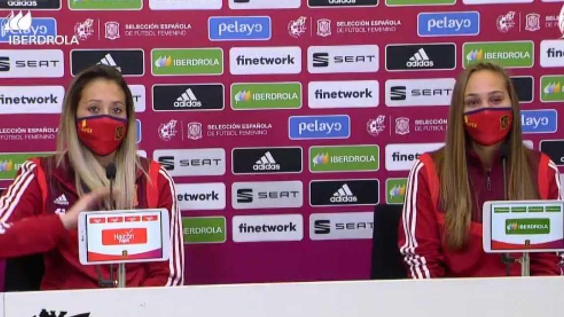La jugadoras de la selección española Lola Gallardo e Irene Guerrero en Rueda de prensa.