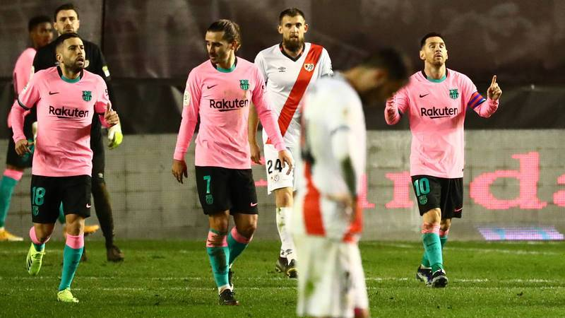 Messi (derecha) celebra su gol ante el Rayo Vallecano