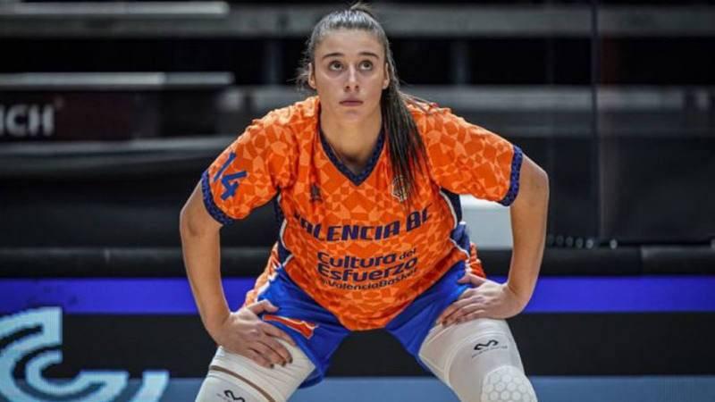 Raquel Carrera hace historia en el draft de la WNBA.