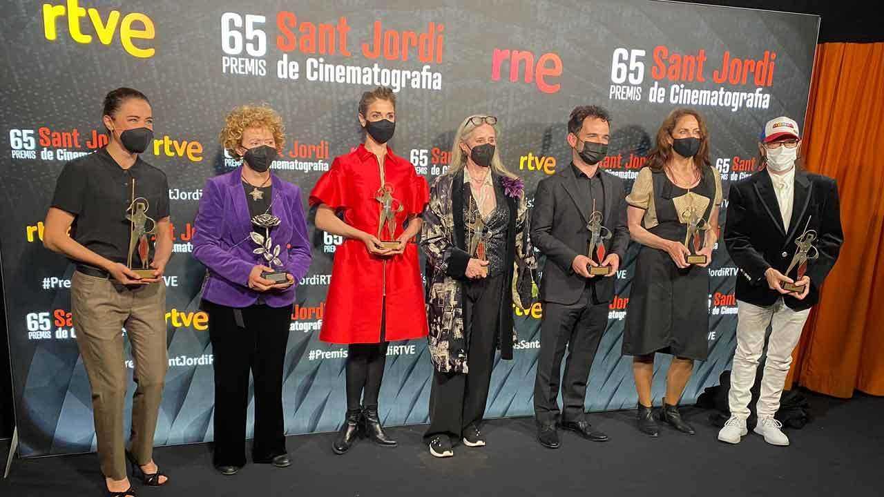 Foto de família amb alguns dels premiats de la 65ª edició dels Premis Sant Jordi de Cinematografia de RNE