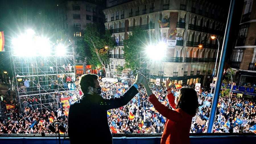 Ayuso arrasa en Madrid doblando sus escaños y supera al bloque de la izquierda