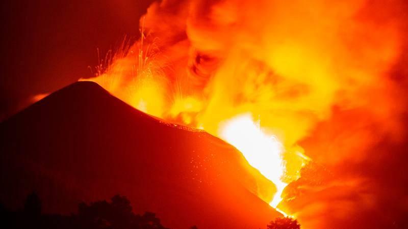 El volcán de La Palma continúa su actividad emitiendo lava