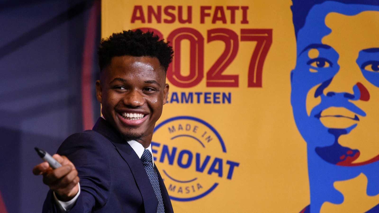 El jugador del FC Barcelona, Ansu Fati, durante el acto de su presentación