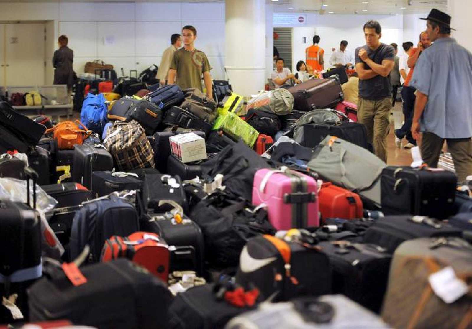 A pesar de que la huelga de los trabajadores encargados de los equipajes del aeropuerto de Bruselas ha finalizado, los pasajeros tienen problemas para poder viajar desde o hacia Bruselas.200 españoles esperan un vuelo para poder volver a casa en Brus