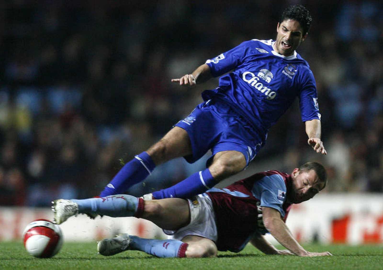Mikel Arteta, durante un encientro con su equipo, el Everton.