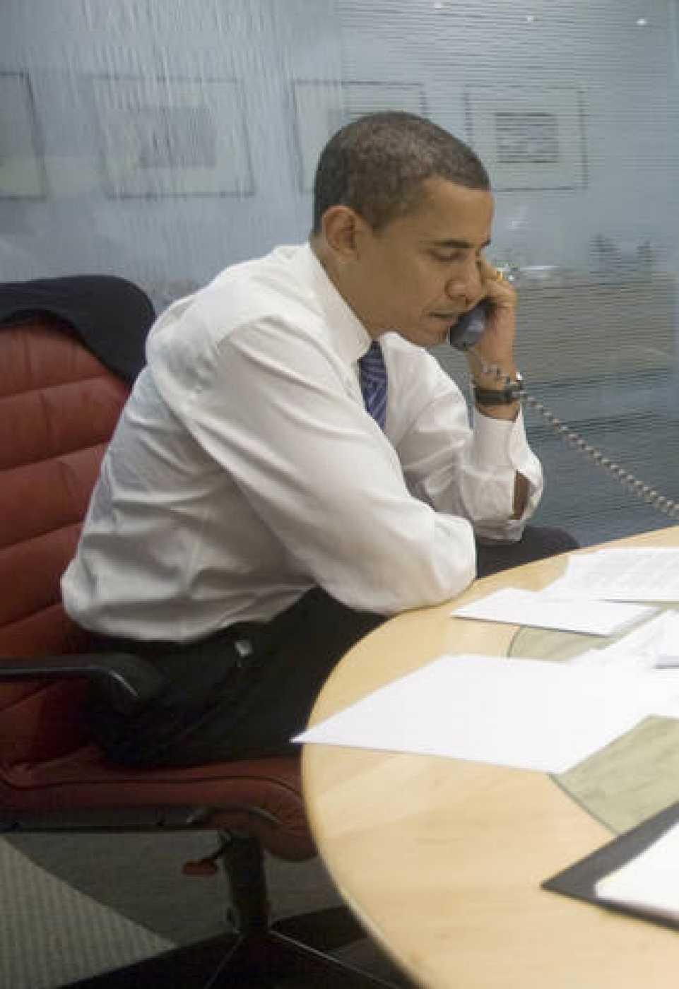 El presidente electo de Estados Unidos, Barack Obama, ha llamado a nueve líderes mundiales desde Chicago.