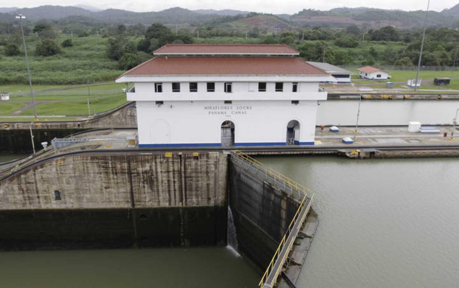 La esclusa de Miraflores en el Canal de Panamá