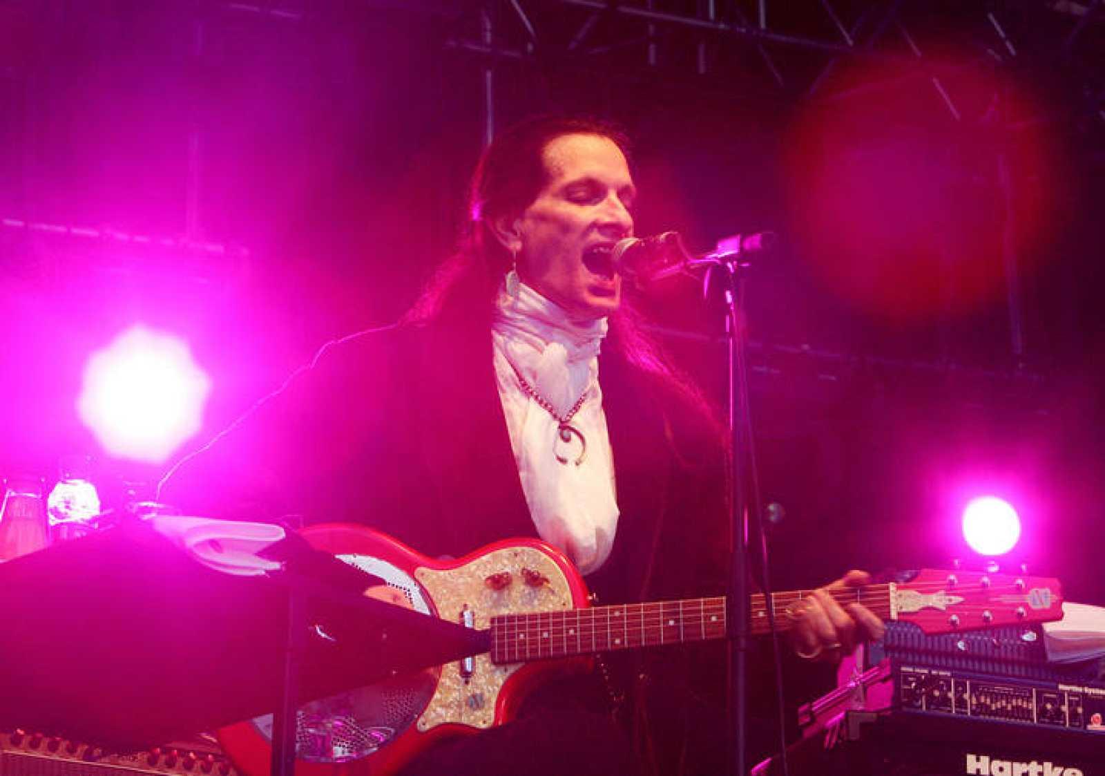 Willy DeVille, durante una actuación en Barcelona, en 2006.