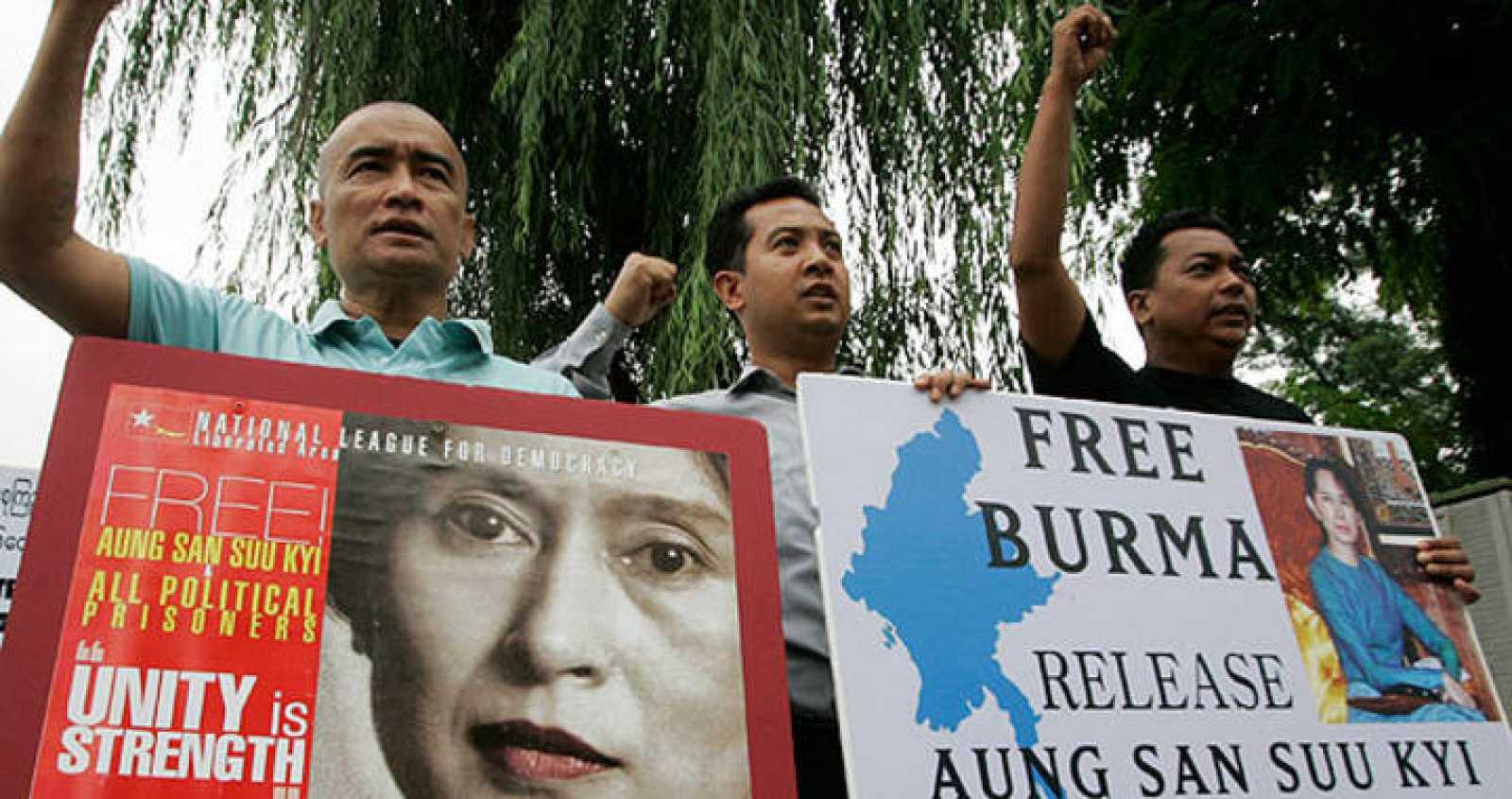 Activistas de Myanmar piden la liberación de Aung San Suu Kyi