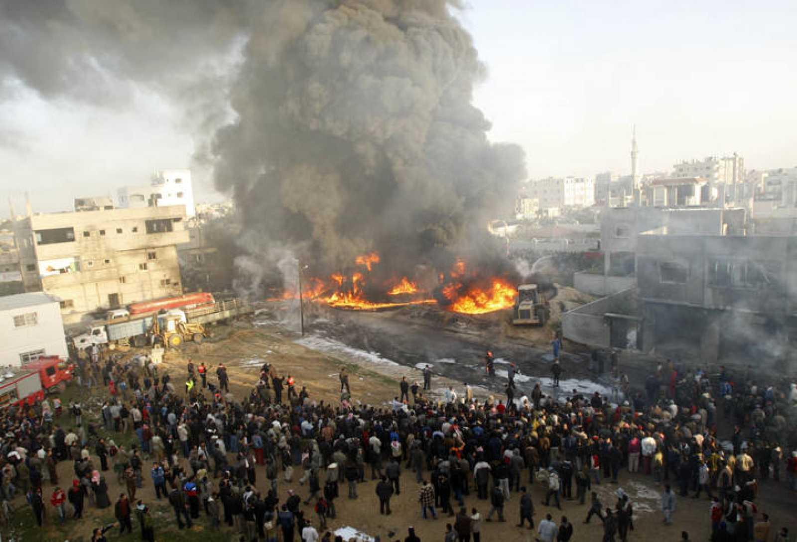 Ataque israelí a la Franja de Gaza, un día después de que comenzara la ofensiva.