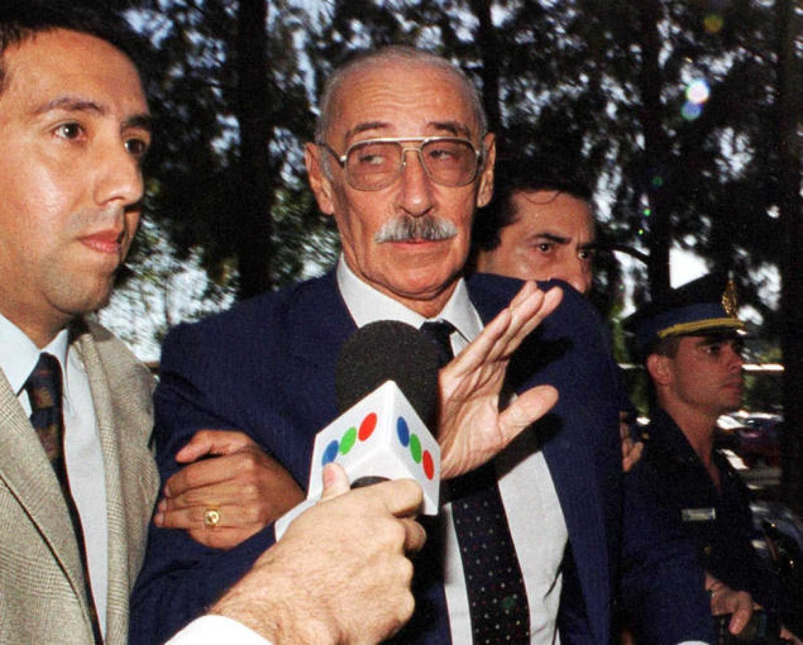 Videla, al acudir a un tribunal por el caso de los bebés desaparecidos en la dictadura.