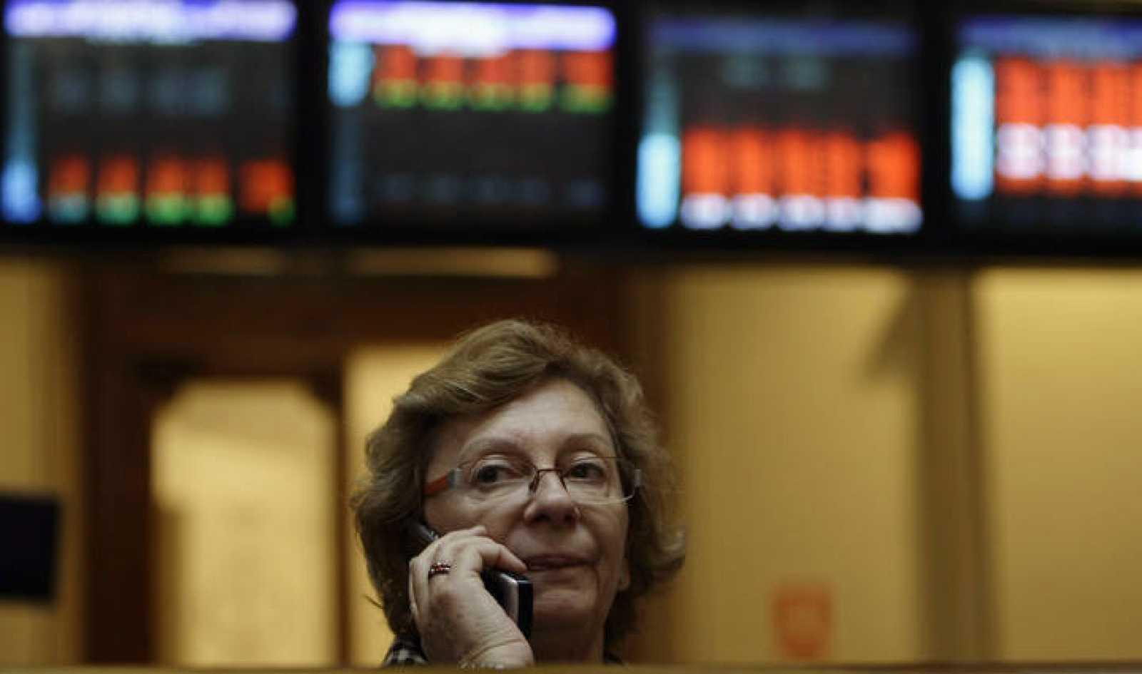 Una agente de Bolsa en el parqué madrileño
