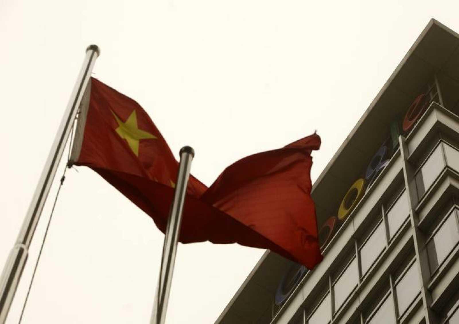 Tras dos meses de conflicto con las autoridades chinas, Google ha decidido dejar de doblegarse a la censura gubernamental.