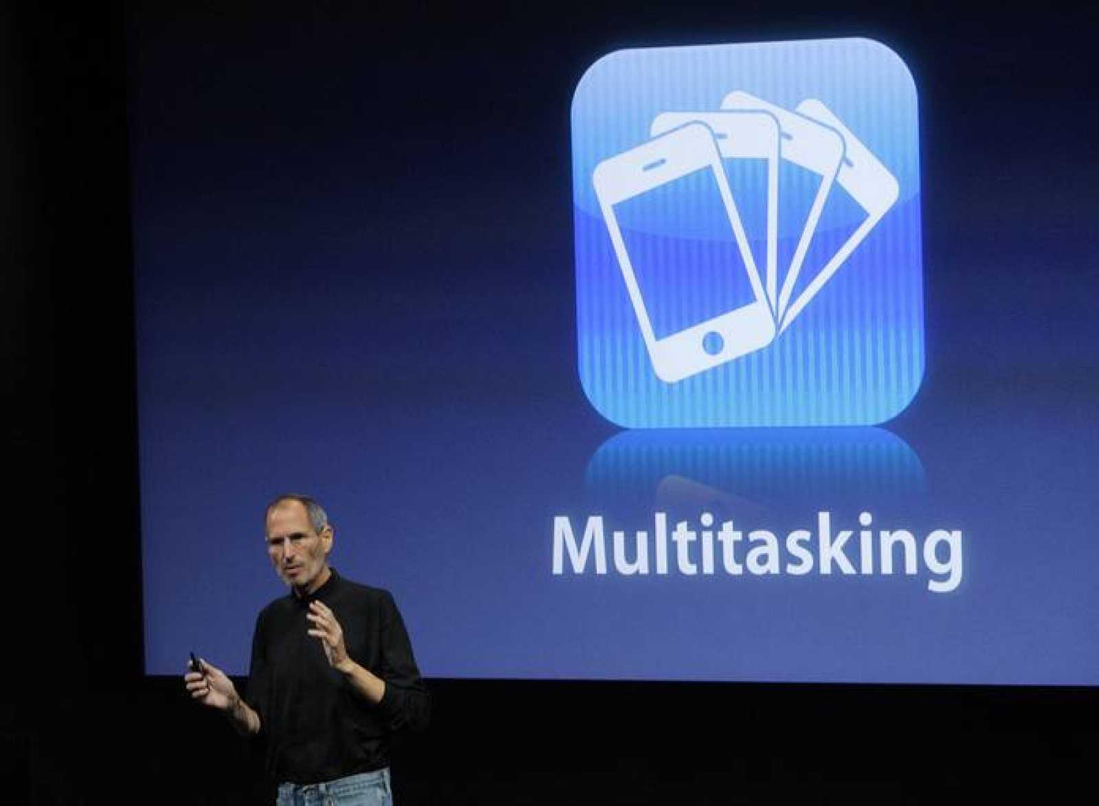 Steve Jobs durante la presentación del iPhone OS 4.0