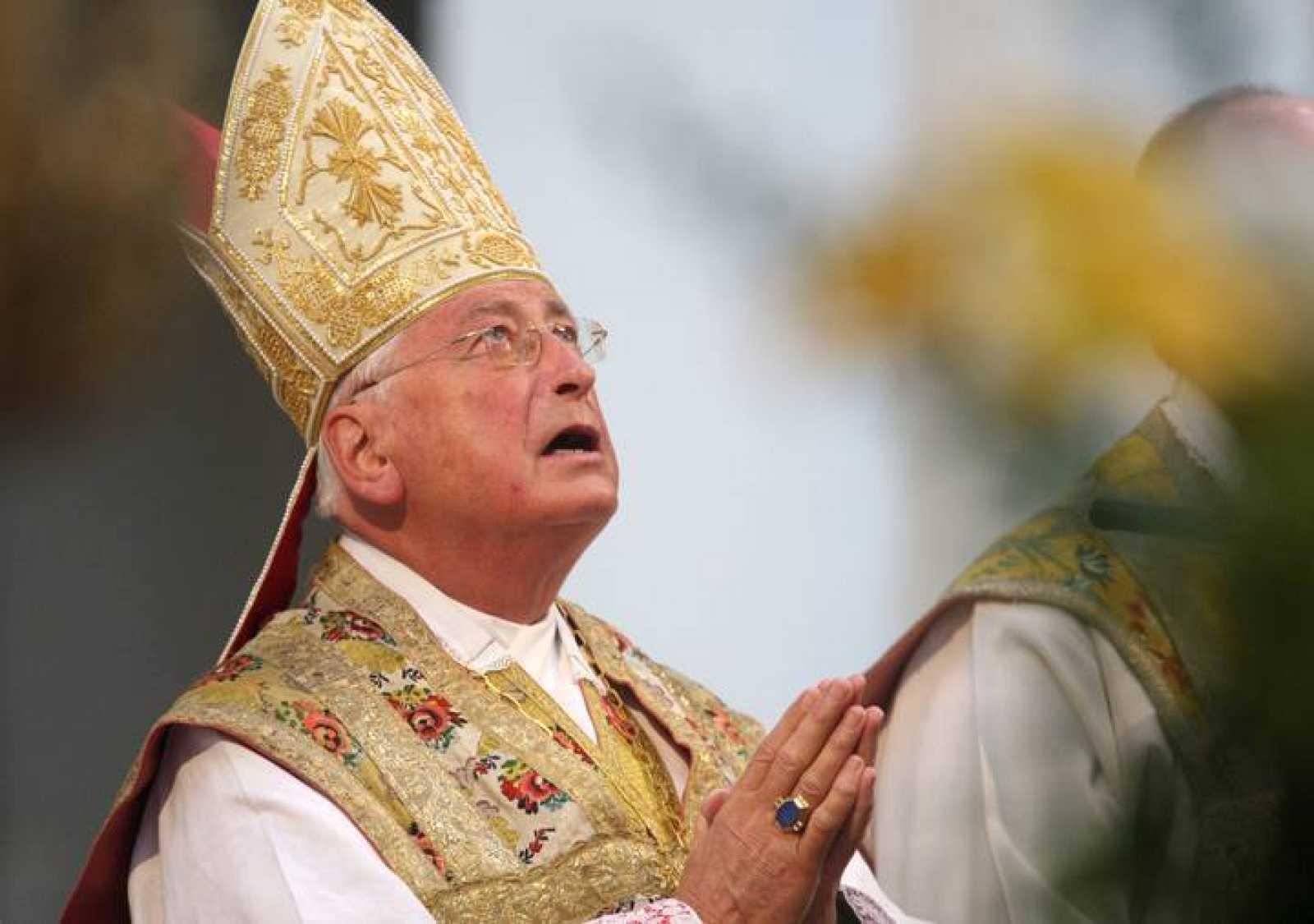 Obispo de Augsburgo, Walter Mixa, durante una misa