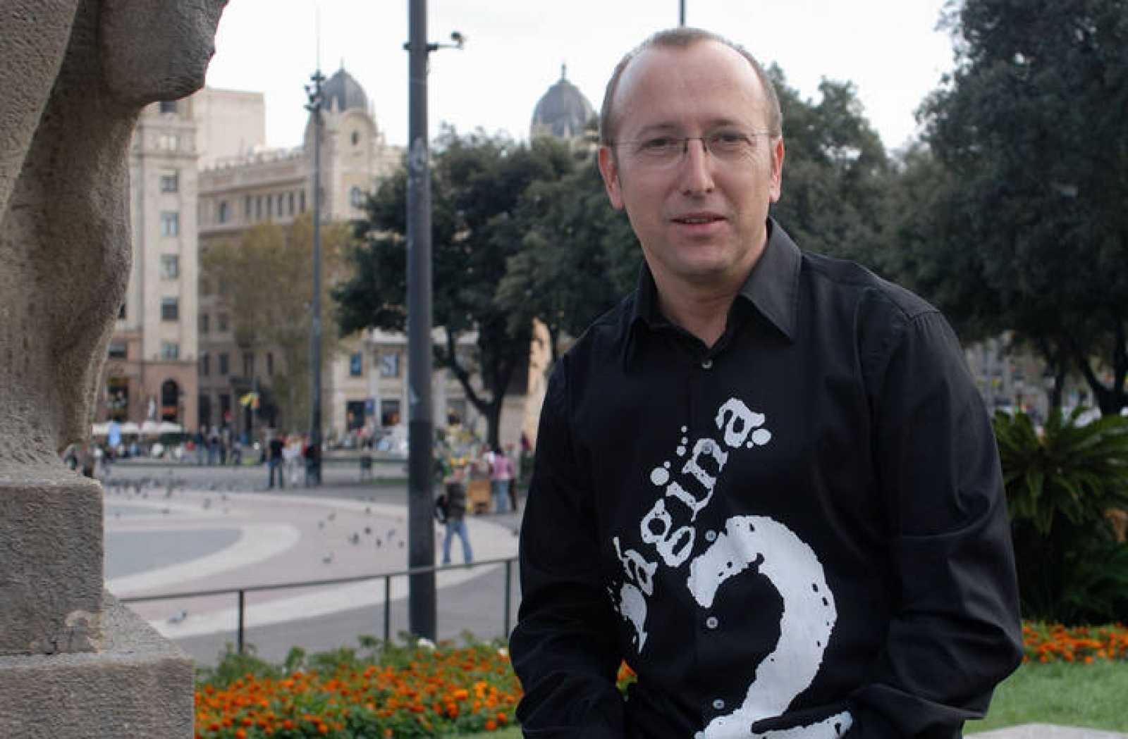 Óscar López, presentador del programa Página Dos