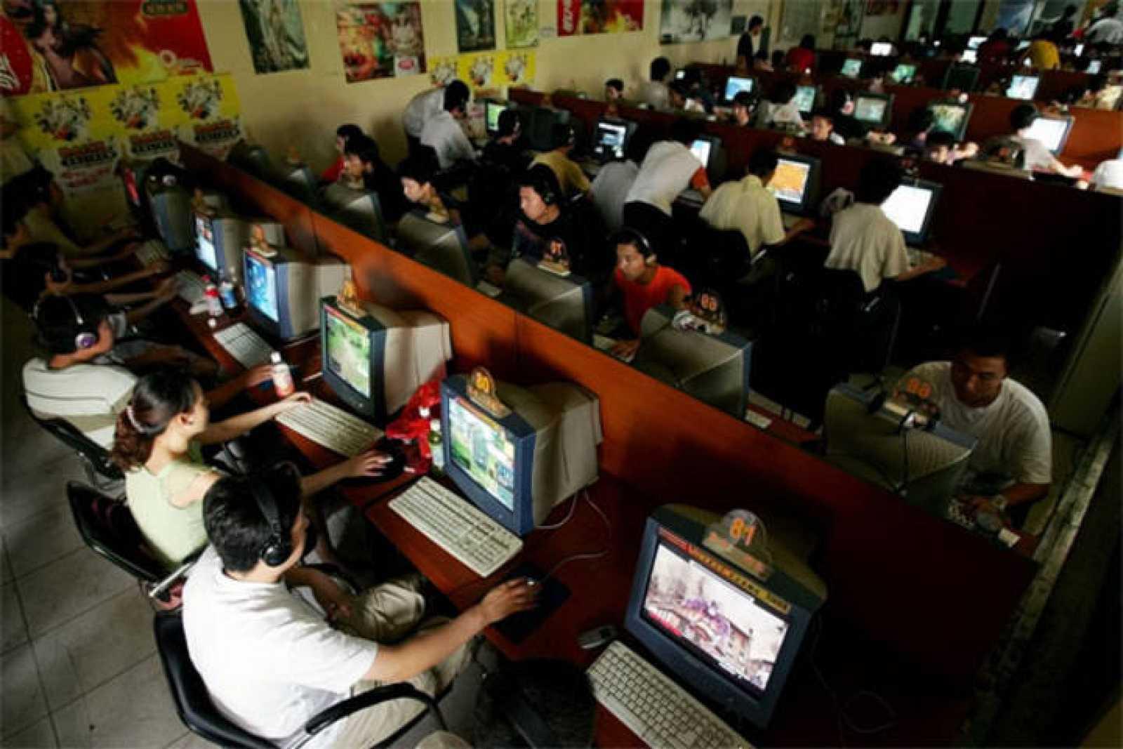 Un cibercafé en China, una forma de acceder muy popular entre los internautas.