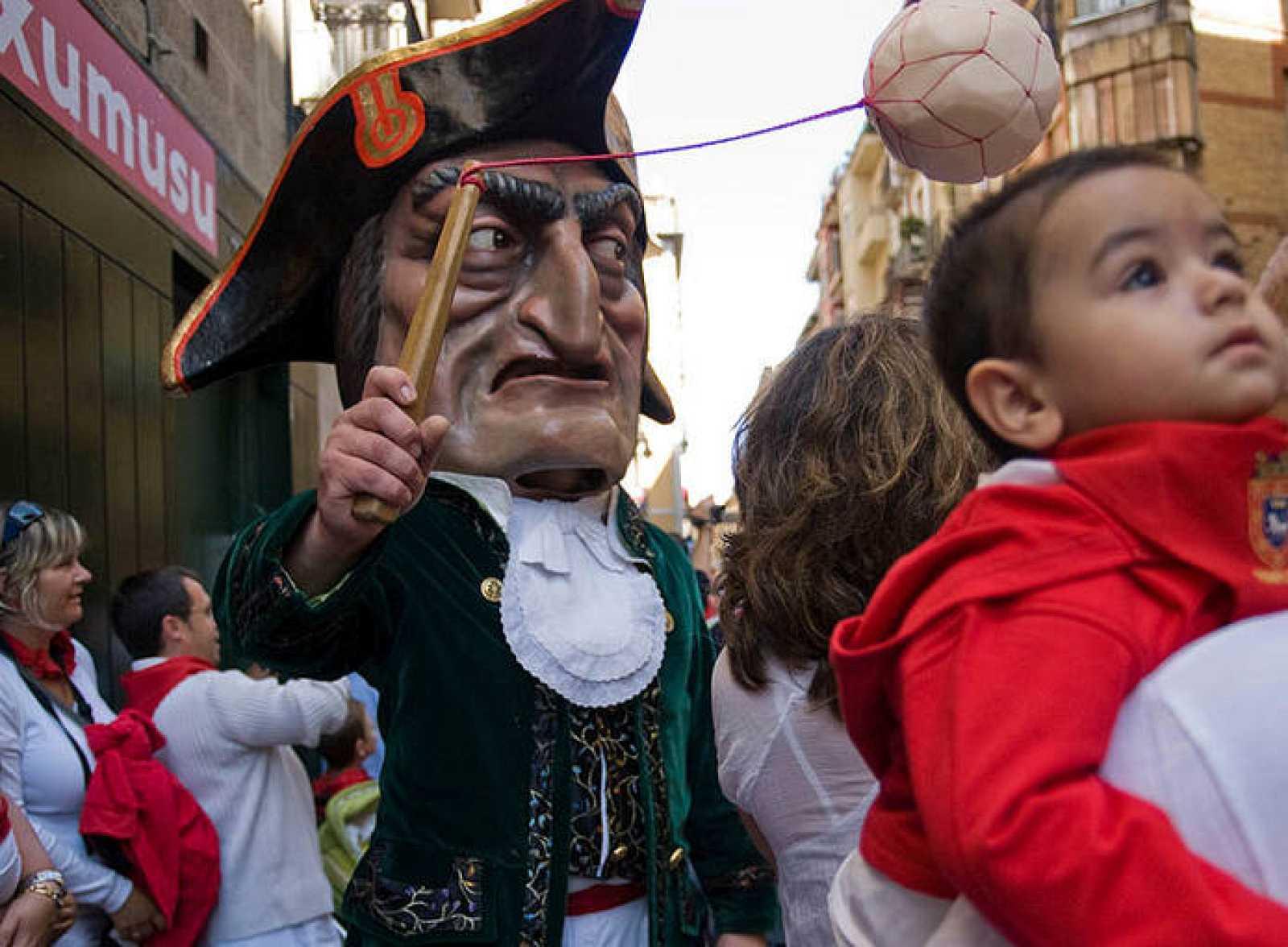 La Comparsa de Gigantes y Cabezudos cumple 150 años de existencia en las fiestas de Sanfermin 2010.