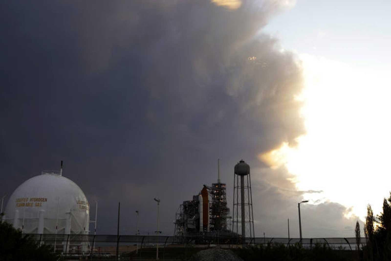 Los meteorólogos de la NASA han calculado que existe un 80% de posibilidades de nubes bajas, por lo que se ha suspendido el despegue previsto en Cabo Cañaveral.