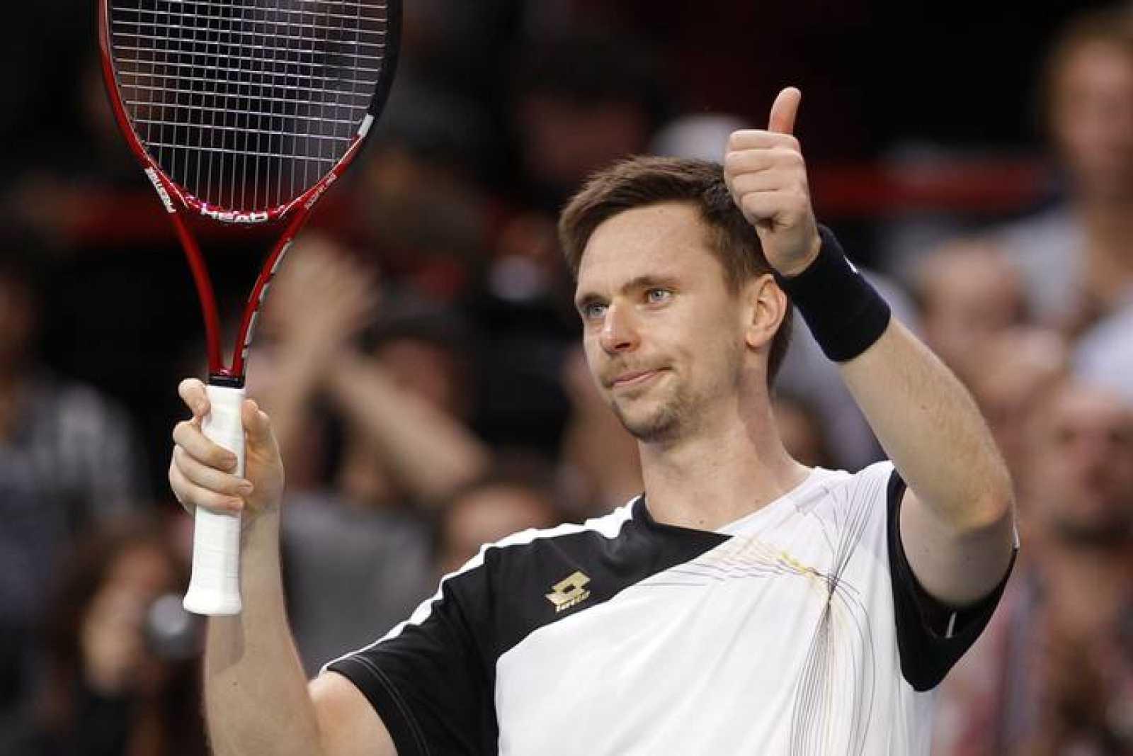 Soderling celebra la victoria ante el francés Llodra que le da el pase a la final del Masters Paris-Bercy.