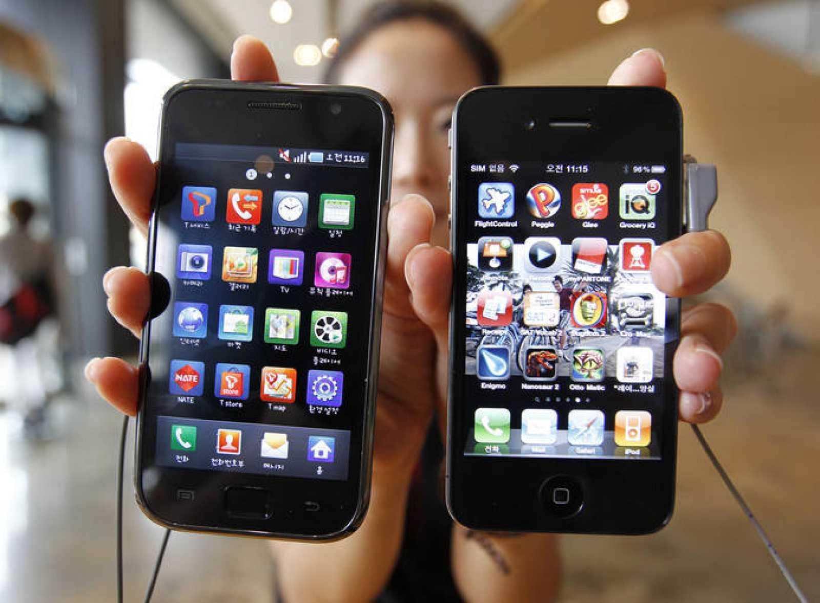 Un iPhone 4 y un Galaxy S