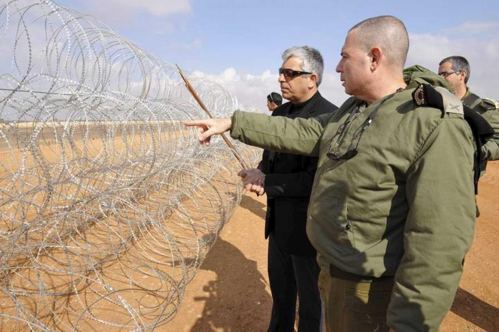 Israel ha acelerado la construcción de la valla para asegurar su frontera con Egipto, labor que espera concluir antes de lo previsto a la luz de las protestas en el país vecino, principal aliado en la zona