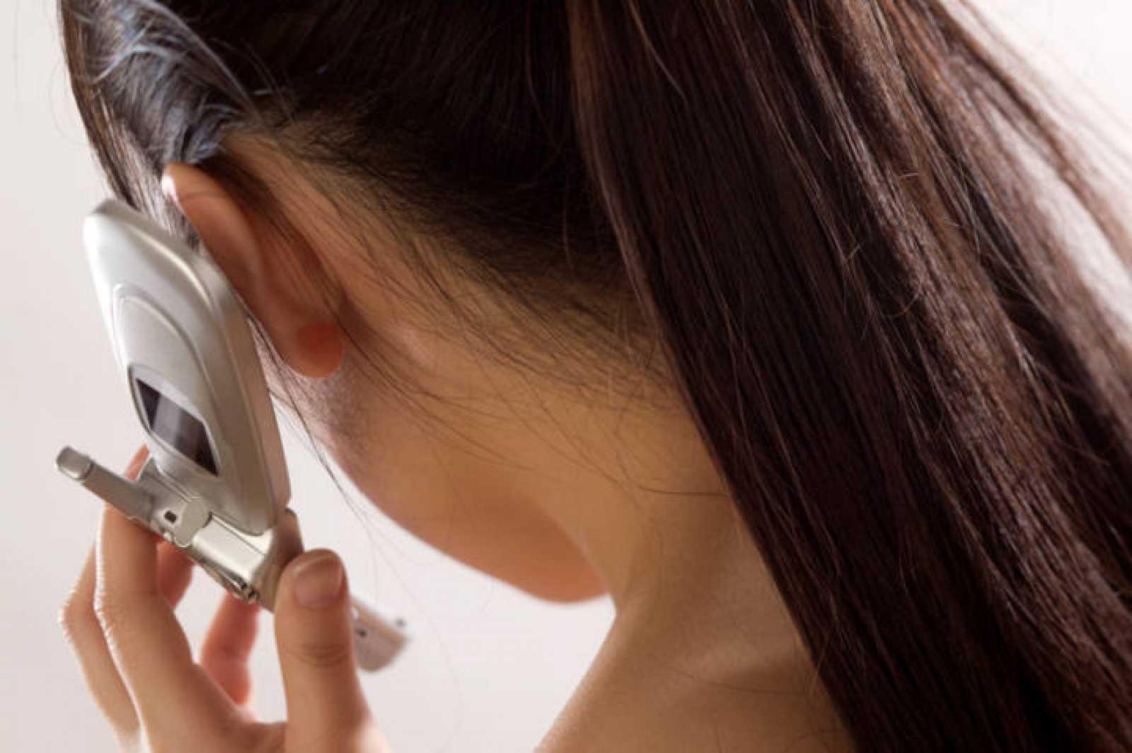 Los estudios no han podido demostrar una relación directa entre cáncer y teléfonos móviles