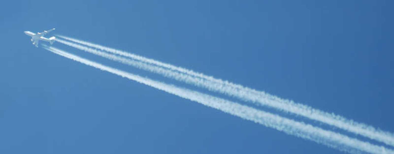 Las estelas que forman los aviones están compuestas por agua condensada