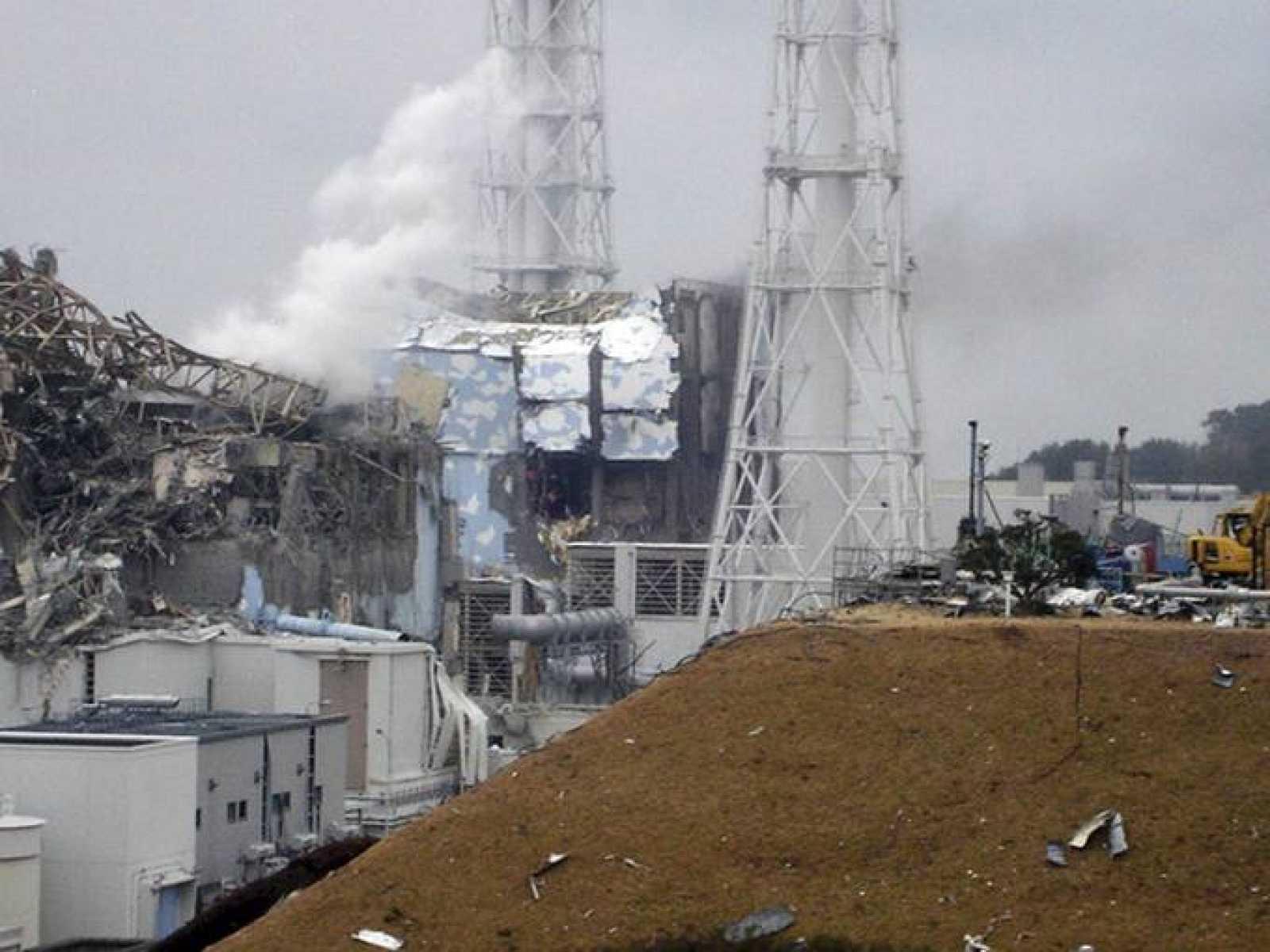 Foto que muestra los daños en los reactores 3 y 4 de Fukushima