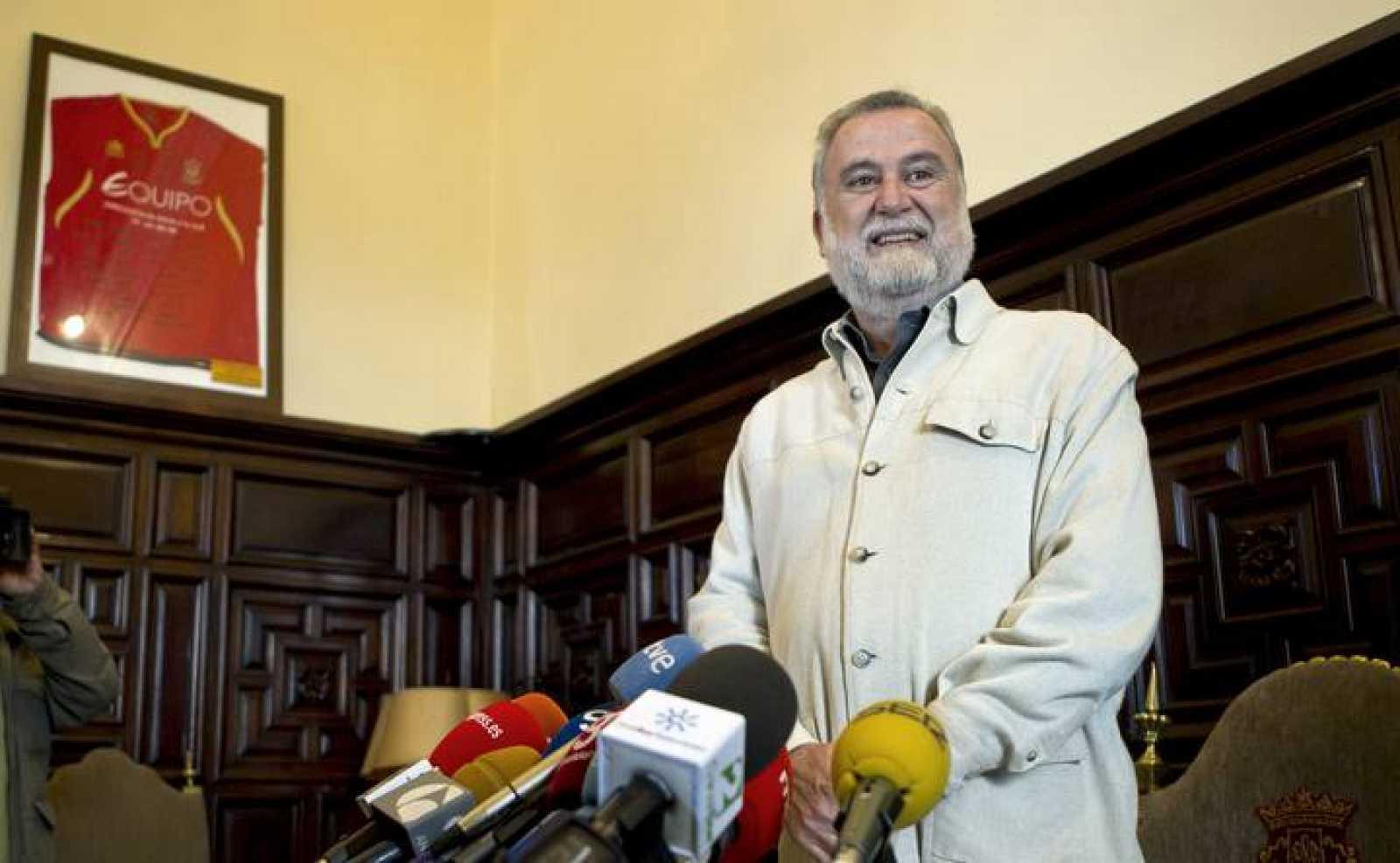 TORRIJOS RECHAZA DIMITIR Y MANTENDRÁ SU CANDIDATURA A LA ALCALDÍA