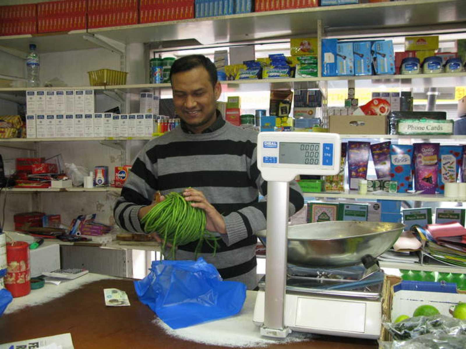 Zzaman es de Bangladesh pero se siente británico y apoya a la pareja real.