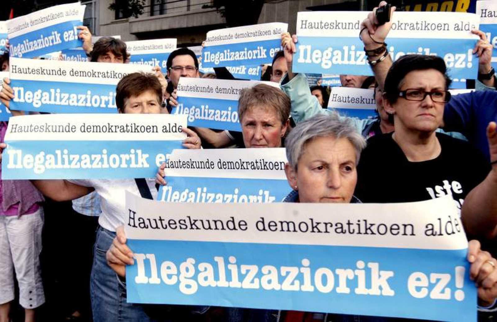 Varios miles de personas durante la manifestación contra el veto de Bildu celebrada en Bilbao