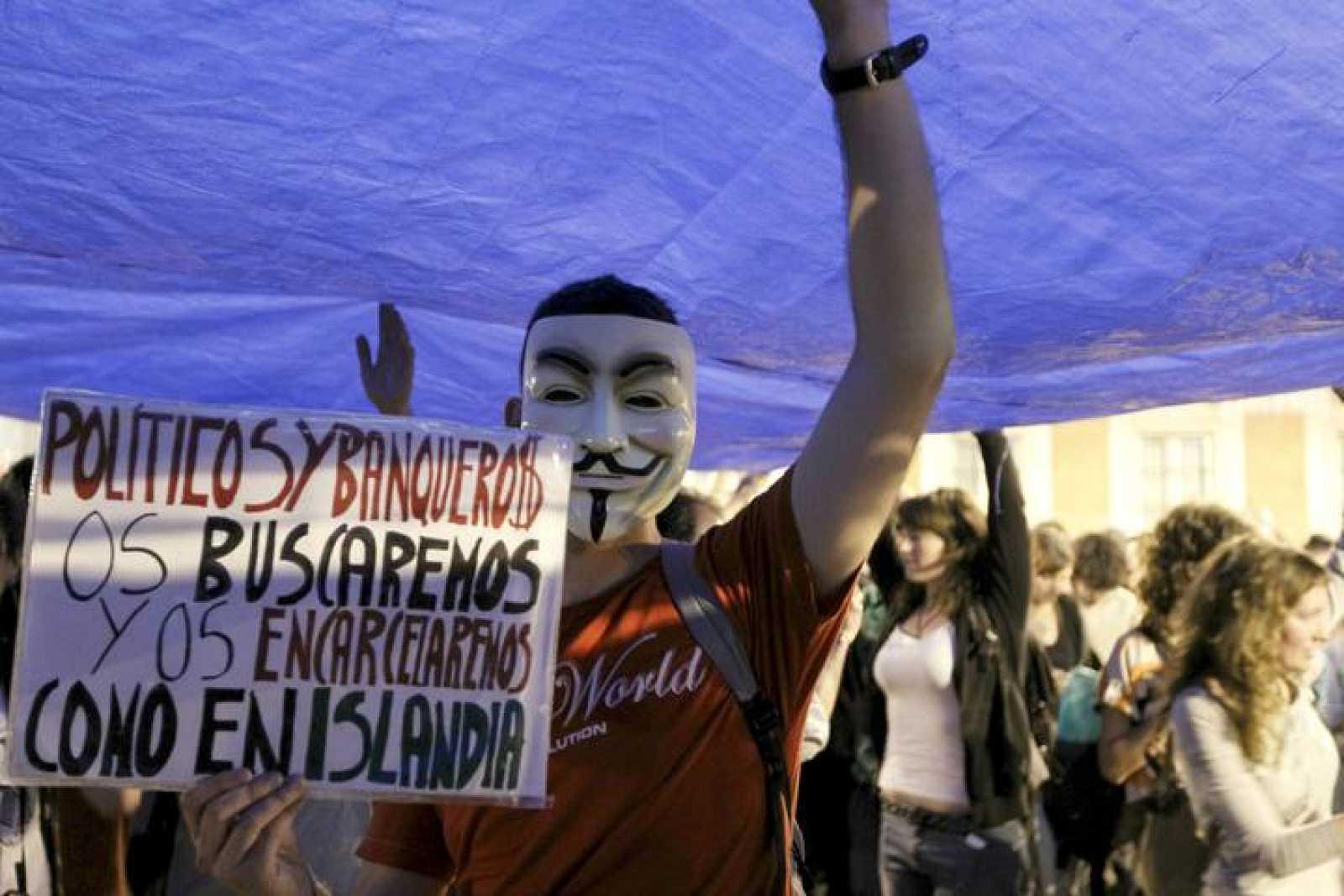 CIENTOS DE CONCENTRADOS EN LA PUERTA DEL SOL, CON AMPLIA PRESENCIA POLICIAL