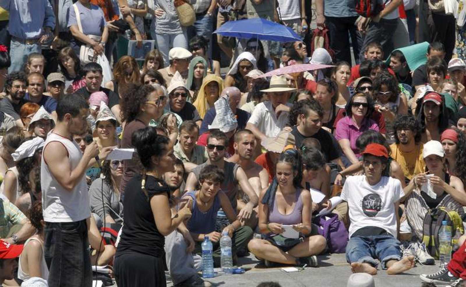 Los jóvenes acampados en la Puerta del Sol de Madrid en demanda de un cambio político y social