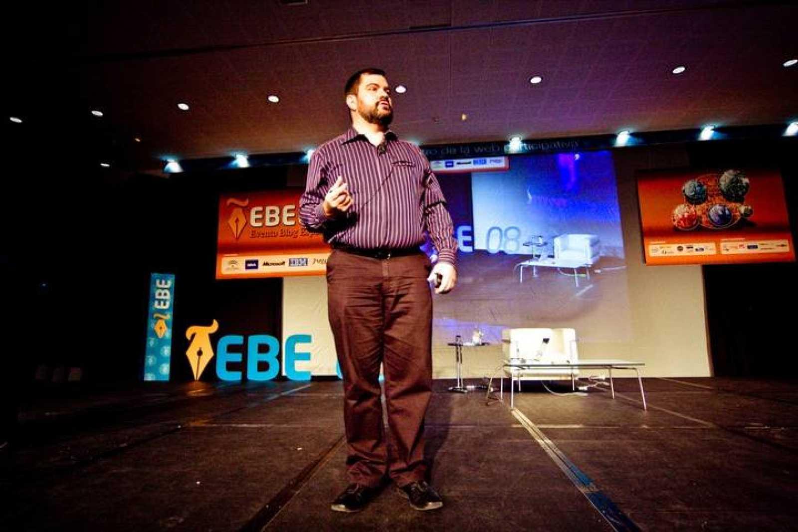 Luis Suárez, 'el hombre sin correo electrónico', en el evento de bloggeros EBE 2008