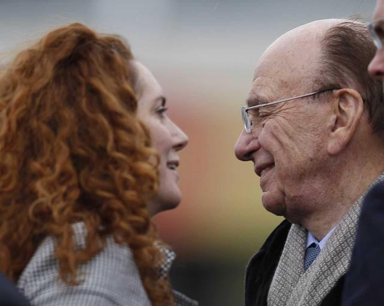 Imagen de archivo de Rupert Murdoch con su mano derecha, Rebekah Brooks.