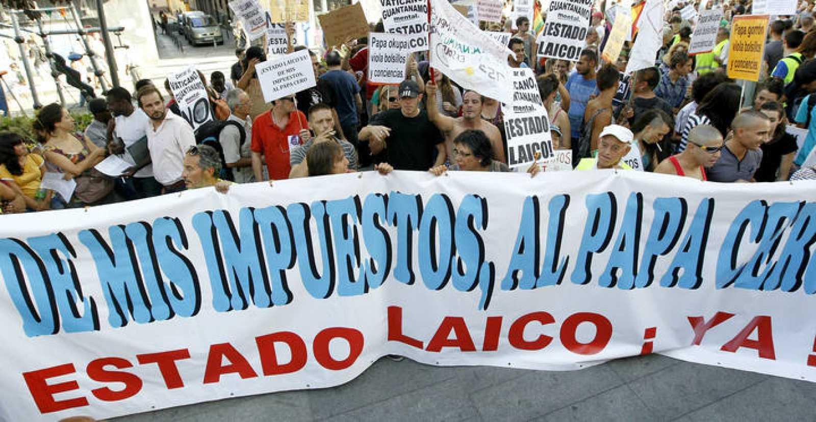 Manifestación en Madrid contra la financiación pública de la visita del papa, el 17 de agosto